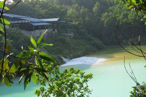 Quảng Ninh: Nhà máy Kim loại màu xả chất màu trắng ra môi trường
