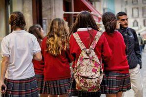 Bất ngờ khi đồng phục học sinh trở thành vấn nạn quấy rối tình dục tại Anh