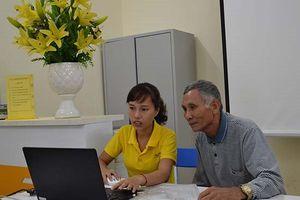 Hà Nội thí điểm mô hình hướng dẫn người dân dùng dịch vụ công trực tuyến tại BĐVHX