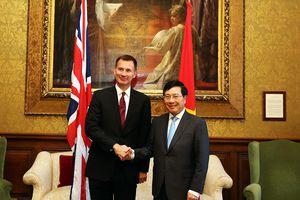Phó Thủ tướng Phạm Bình Minh kết thúc chuyến thăm chính thức Anh