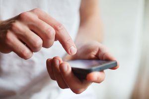 Vợ bị phạt tù 3 tháng vì xem trộm điện thoại của chồng