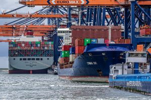 Châu Âu lo ngại Trung Quốc thâu tóm cảng biển