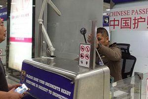 Nhận hối lộ của khách Trung Quốc, nhân viên hải quan Thái bị giáng chức