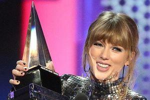 'Công chúa nhạc đồng quê' Taylor Swift lập kỷ lục ở AMAs 2018