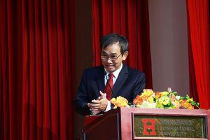 Thầy Hiệu trưởng khuyên sinh viên bớt 'sống ảo' trong ngày khai giảng