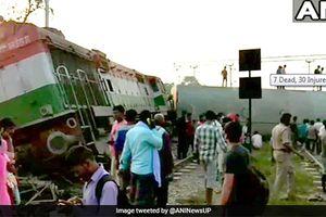 Tàu hỏa trật bánh ở Ấn Độ khiến nhiều người thương vong