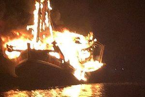 Kiên Giang: Bà hỏa 'nuốt chửng' tàu cá, thiệt hại hơn 10 tỷ đồng