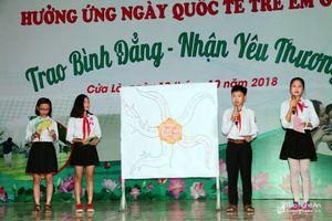 Học sinh Nghệ An thuyết trình hưởng ứng Ngày Quốc tế trẻ em gái