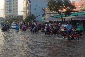 Triều cường ở Nam Bộ: Dòng nước lũ mang theo những nguy cơ gì?