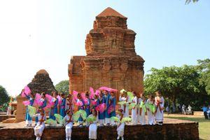 Tưng bừng lễ hội Katê người Chăm ở Bình Thuận