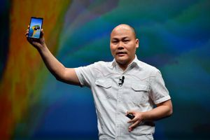 CEO BKAV Nguyễn Tử Quảng: 'Tôi tin những tràng pháo tay cho Bphone3 hôm nay là thật!'