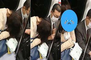 Ngủ gục lên vai người lạ trên tàu, thiếu nữ bị người đàn ông lấy điện thoại đánh vào đầu