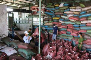 Vụ trộn tạp chất có chứa bột pin vào hạt tiêu: 5 bị can bị truy tố