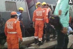 Lật tàu cao tốc ở Ấn Độ làm hàng chục người thương vong