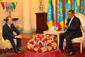 Đại sứ Nguyễn Kim Doanh trình Quốc thư lên Tổng thống Ethiopia
