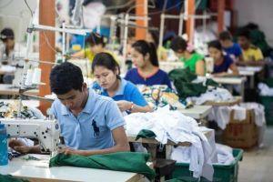 May mặc Myanmar gặp nguy khi EU xem xét trừng phạt thương mại