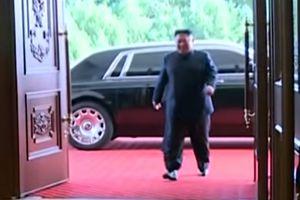 Ông Kim Jong Un xuất hiện cùng chiếc Rolls-Royce Phantom
