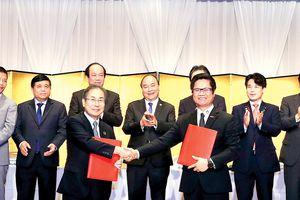 Việt Nam - Nhật Bản ký thỏa thuận hợp tác tổng giá trị gần 10 tỷ USD