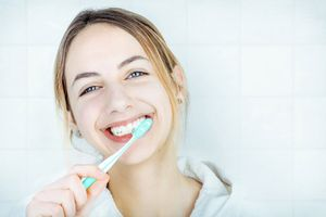 Giải pháp xử trí ê buốt chân răng hiệu quả, ai cũng nên biết