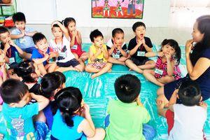 Gia Lai thí điểm cho trẻ làm quen tiếng Anh trong trường mầm non