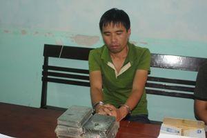 Phú Thọ: Bắt quả tang đối tượng mua bán, vận chuyển 7 bánh heroin