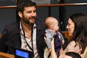Nguyên thủ đầu tiên ôm con đi họp trong lịch sử Liên Hợp quốc