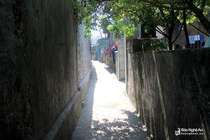'Ngộp thở' với những đường làng ven biển ở Nghệ An
