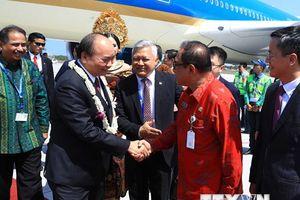 Thủ tướng đến Indonesia dự Cuộc gặp các Nhà lãnh đạo ASEAN