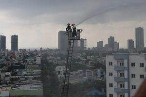 Cháy tầng 12 chung cư sau tiếng nổ lớn, dân hoảng loạn tháo chạy