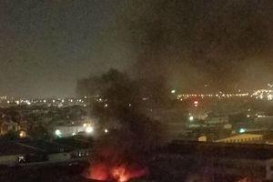 Cháy lớn xưởng sản xuất đồ chơi trẻ em ở Hà Nội, lửa khói bốc cao ngùn ngụt