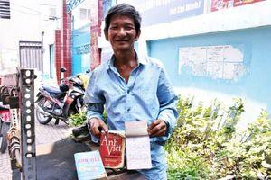 Người thợ sửa khóa câm điếc viết thạo 5 thứ tiếng ở Sài Gòn: Bây giờ người ta hay gọi vui tôi là 'ông thợ giàu chữ'