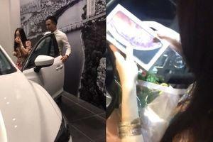 Ghen tỵ với 'chồng nhà người ta' bí mật mua ô tô, iPhone tặng vợ ngày 20/10