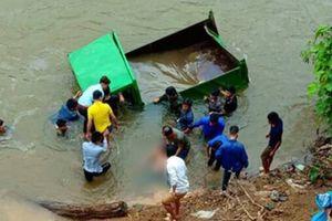Tài xế 17 tuổi tử vong do xe ô tô tự chế rơi xuống suối