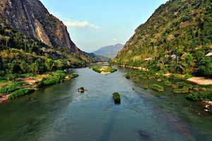 Đến Lào du lịch, không thể bỏ qua những dòng sông, thác nước tuyệt đẹp này