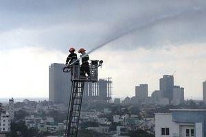 Đà Nẵng: Cháy kèm nổ lớn chung cư ở 12 tầng, nhiều tài sản thiêu rụi