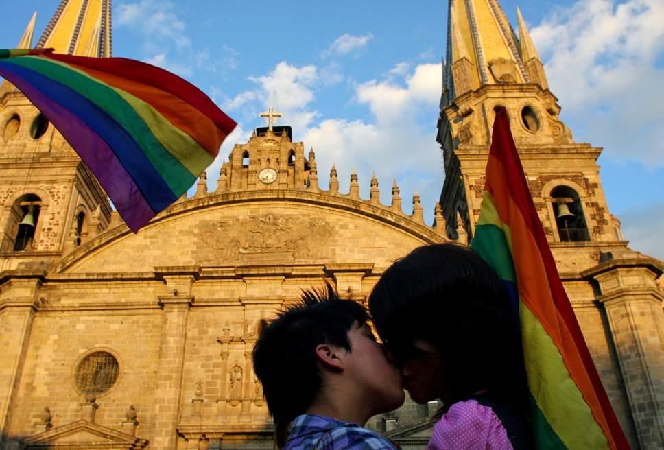 Thành phố Mexico cho phép 'quan hệ' thoải mái nơi công cộng