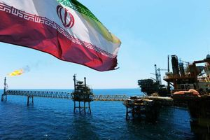 Giá dầu thô sụt mạnh theo chứng khoán Mỹ