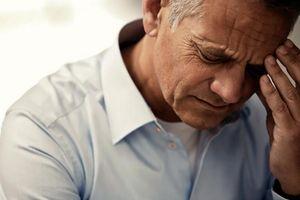 Loại bỏ ký sinh trùng dài 15cm khỏi mắt người đàn ông 60 tuổi