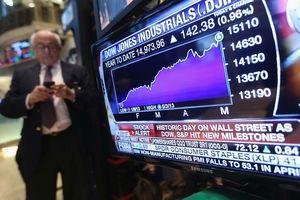 Theo đuôi Mỹ, nhà đầu tư Việt Nam bán tháo chứng khoán