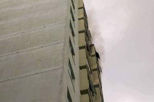 Cháy tầng 12 chung cư, hàng trăm người dân tháo chạy