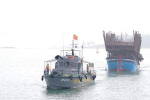 Quảng Nam: Tàu câu mực của ngư dân bị chìm trên vùng biển Trường Sa