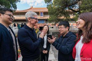 Tim Cook thân chinh tới Trung Quốc để 'níu kéo' khách hàng mua iPhone mới?