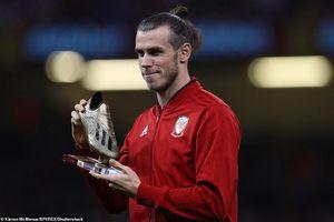 Bale rạng rỡ nhận giải thưởng trong ngày ĐT xứ Wales bị vùi dập