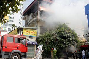 Cận cảnh lính cứu hỏa cứu người trong vụ cháy giả định tại nhà dân