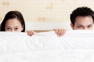 Ám ảnh nỗi lo chồng nhìn thấy nét mặt 'không đoan chính' của mình khi ái ân
