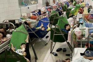Quảng Ngãi: Bệnh viện 'cháy' giường vì bệnh tay chân miệng