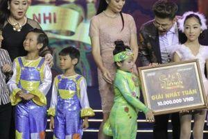 Thanh Bạch, Hồng Vân bỏ tiền túi tặng thí sinh nhí 10 triệu đồng