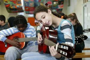 Anh: Âm nhạc đang biến mất khỏi chương trình GD trung học
