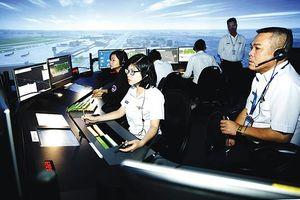 Cận cảnh nghề dẫn đường cho máy bay