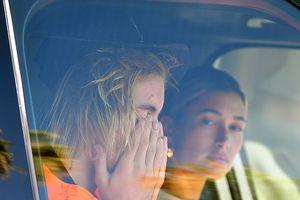 Justin Bieber bật khóc vì tình cũ Selena Gomez nhập viện?